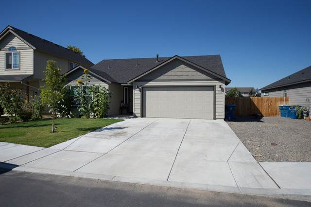 1133 NW Redwood Place, Redmond, OR 97756 (MLS #220130632) :: Coldwell Banker Bain