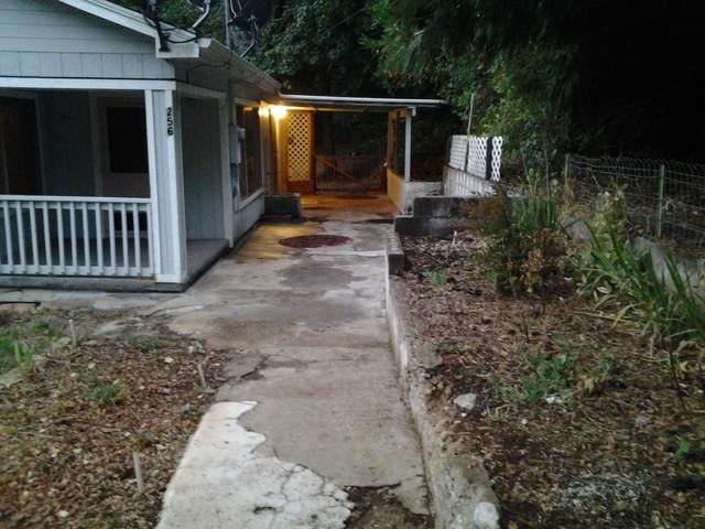 256 3rd Street, Glendale, OR 97442 (MLS #220130690) :: Vianet Realty