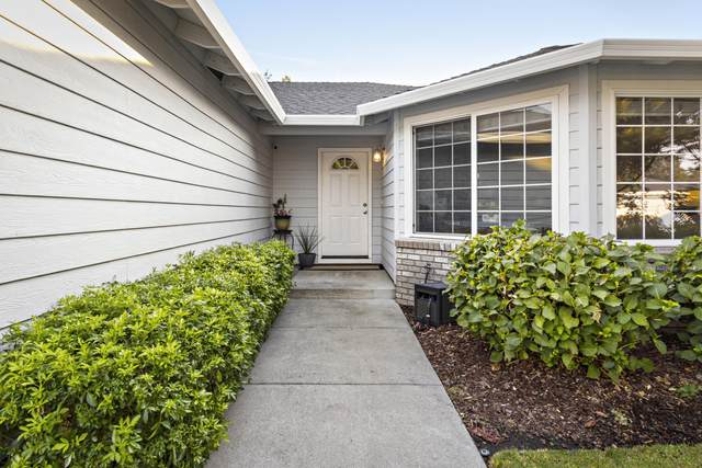 180 Willow Bend Way, Central Point, OR 97502 (MLS #220130697) :: The Riley Group