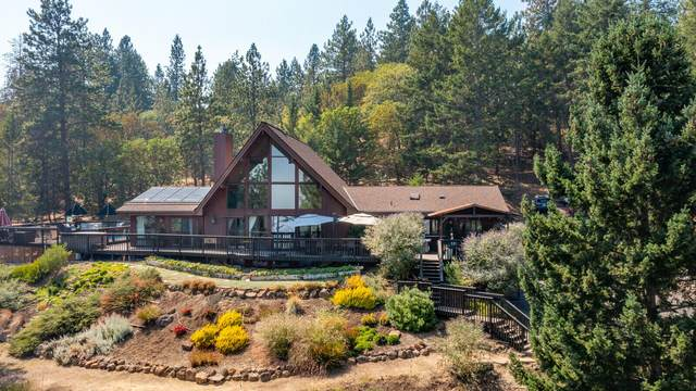 4365 Tami Lane, Central Point, OR 97502 (MLS #220130846) :: The Riley Group