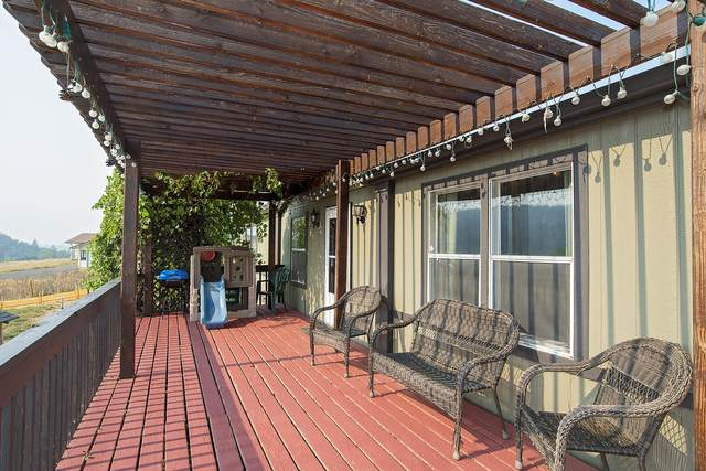 2907 Surrey Drive, Medford, OR 97501 (MLS #220130872) :: Bend Relo at Fred Real Estate Group