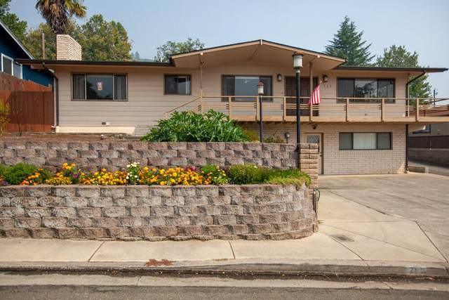717 NE Elida Drive, Grants Pass, OR 97526 (MLS #220130903) :: Vianet Realty