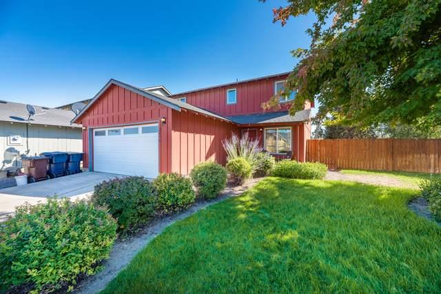 2470 SW Cascade Mountain Avenue, Redmond, OR 97756 (MLS #220130934) :: Coldwell Banker Bain