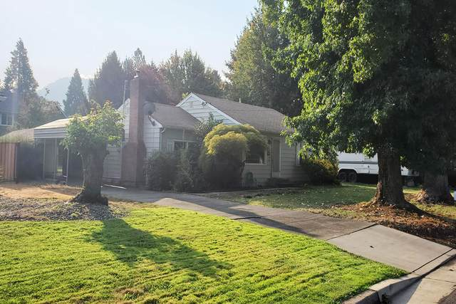 1071 SE Ashley Place, Grants Pass, OR 97526 (MLS #220131126) :: Arends Realty Group