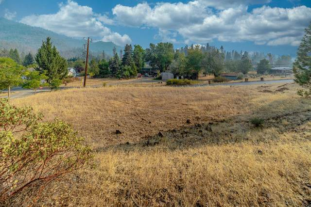 TL400 Train Lane, Shady Cove, OR 97539 (MLS #220131170) :: Bend Relo at Fred Real Estate Group