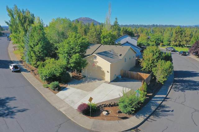 2883 NE Baroness Place, Bend, OR 97701 (MLS #220131306) :: Coldwell Banker Bain