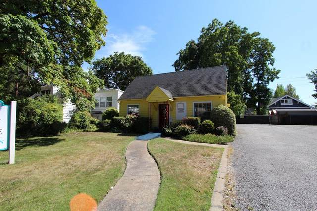 215 NE A Street, Grants Pass, OR 97526 (MLS #220131366) :: The Ladd Group