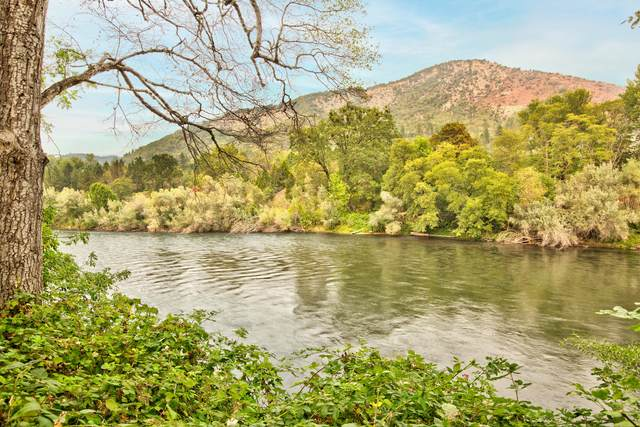4794 Rogue River Highway, Gold Hill, OR 97525 (MLS #220131391) :: The Riley Group