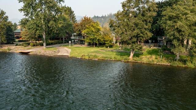 110 Castaline Place, Shady Cove, OR 97539 (MLS #220131395) :: Bend Relo at Fred Real Estate Group