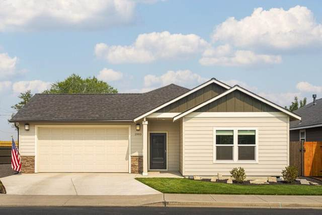 2993 NW Hemlock Lane, Redmond, OR 97756 (MLS #220131429) :: Schaake Capital Group