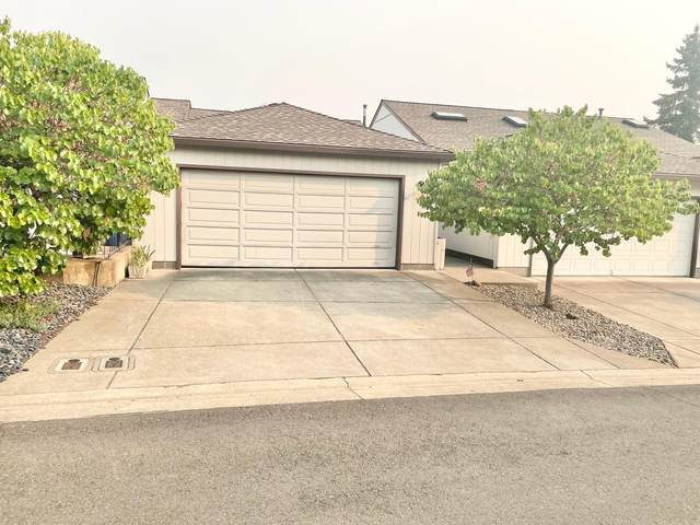 231 Mt. Echo Drive, Medford, OR 97504 (MLS #220131435) :: The Riley Group