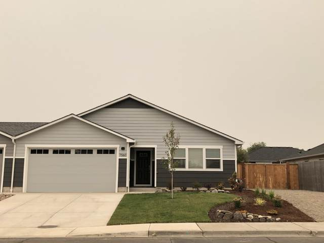 7560 24th Street, White City, OR 97503 (MLS #220131451) :: Coldwell Banker Sun Country Realty, Inc.