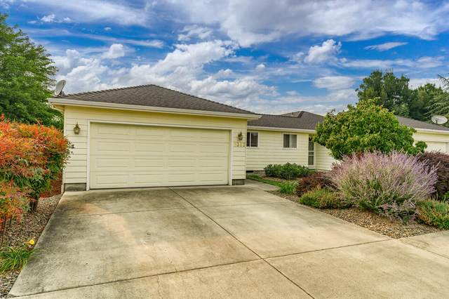 1363 Benjamin Court, Central Point, OR 97502 (MLS #220131470) :: The Ladd Group