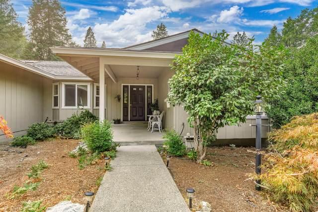 287 Surrey Drive, Grants Pass, OR 97526 (MLS #220131544) :: Schaake Capital Group