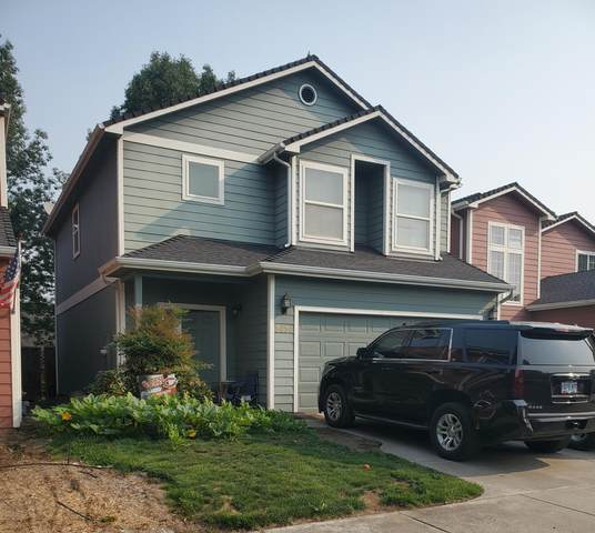 2627 Parkwood Village Lane, Central Point, OR 97502 (MLS #220131555) :: The Ladd Group