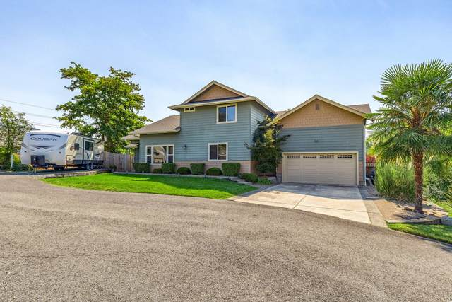 149 NW Sunday Drive, Grants Pass, OR 97526 (MLS #220131636) :: The Ladd Group