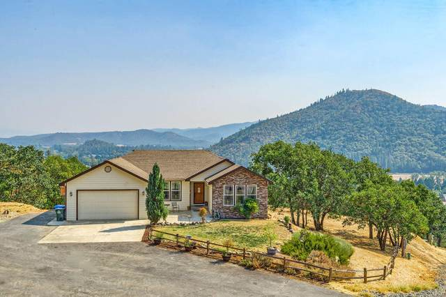 1401 N Seventh Avenue, Gold Hill, OR 97525 (MLS #220131759) :: Premiere Property Group, LLC