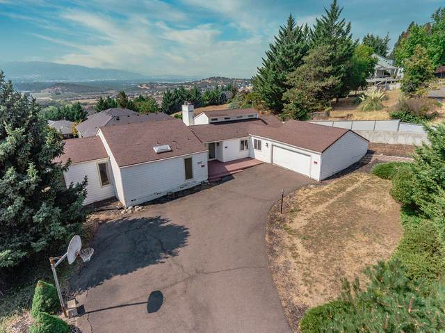 1383 Highcrest Drive, Medford, OR 97504 (MLS #220131767) :: The Bifano Home Team