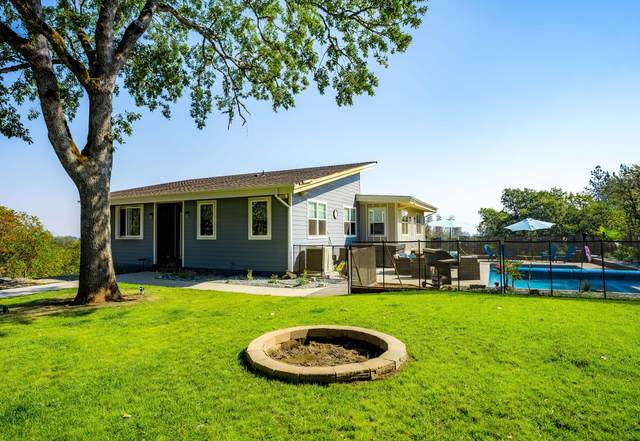 4871 Old Stage Road, Central Point, OR 97502 (MLS #220131820) :: Berkshire Hathaway HomeServices Northwest Real Estate