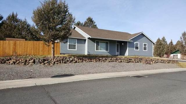 1229 SW Kenwood Drive, Madras, OR 97741 (MLS #220131825) :: The Riley Group