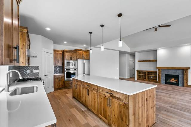 733 Highland View Loop, Redmond, OR 97756 (MLS #220131912) :: The Bifano Home Team