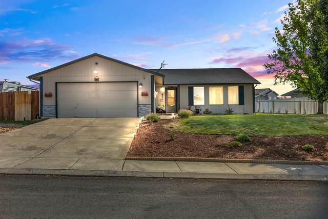 323 NE 16th Street, Madras, OR 97741 (MLS #220131914) :: Bend Relo at Fred Real Estate Group