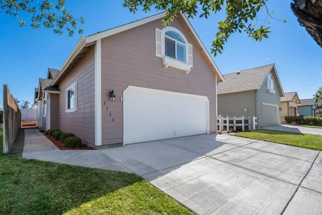 3736 SW Sam Snead Court, Redmond, OR 97756 (MLS #220131917) :: Berkshire Hathaway HomeServices Northwest Real Estate