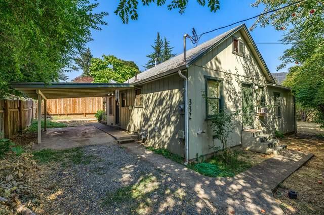 332 NE Josephine Street, Grants Pass, OR 97526 (MLS #220131924) :: Coldwell Banker Bain
