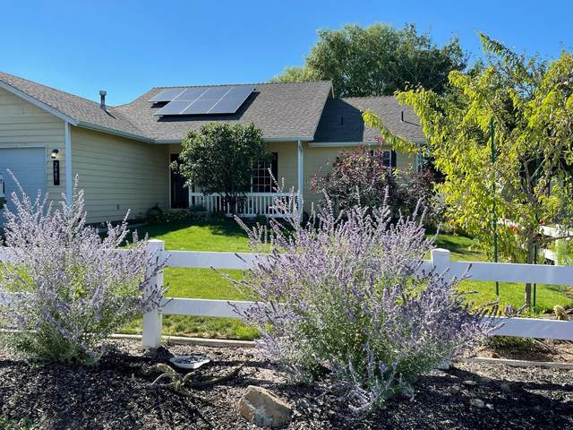 2005 SW 35th Street, Redmond, OR 97756 (MLS #220131948) :: Berkshire Hathaway HomeServices Northwest Real Estate