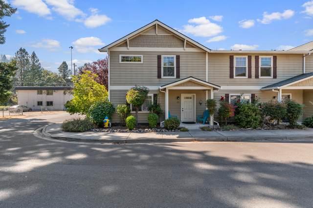 211 Park Street, Rogue River, OR 97537 (MLS #220131954) :: Team Birtola | High Desert Realty