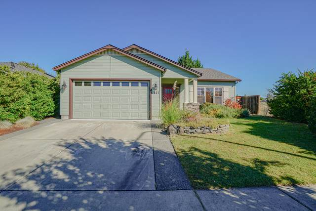 1627 Monarch Lane, Medford, OR 97504 (MLS #220131976) :: The Riley Group