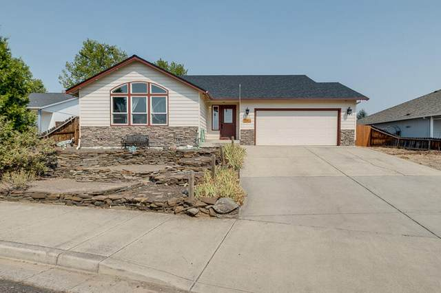 722 Crystal Drive, Eagle Point, OR 97524 (MLS #220131999) :: Bend Homes Now