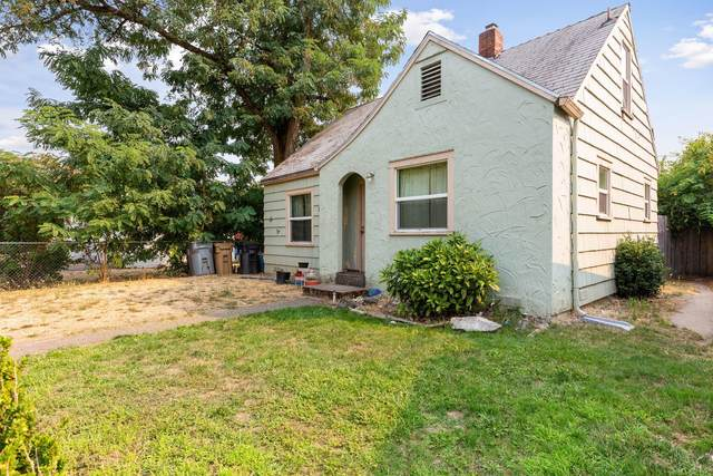 311 SW K Street, Grants Pass, OR 97526 (MLS #220132003) :: The Riley Group