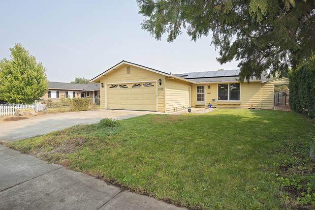 2998 Clearview Avenue, Medford, OR 97501 (MLS #220132055) :: Arends Realty Group