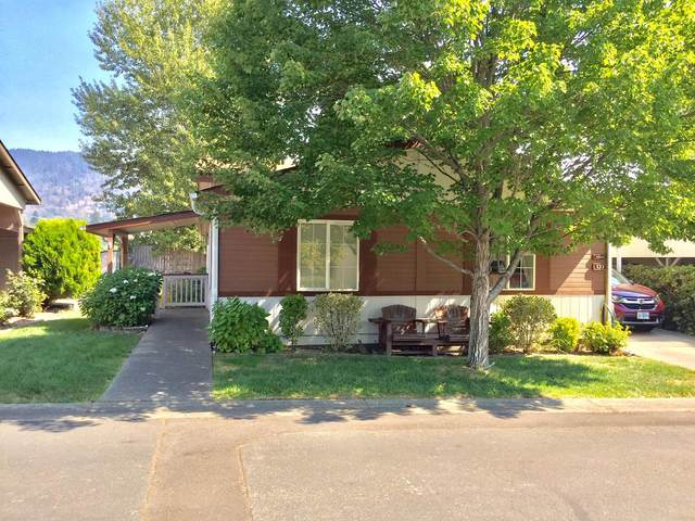 133 NW Wrightwood Circle, Grants Pass, OR 97526 (MLS #220132064) :: Schaake Capital Group