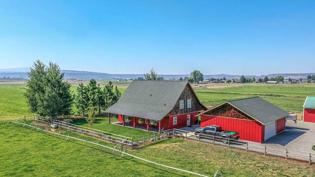 7401 NW Lamonta Road, Prineville, OR 97754 (MLS #220132065) :: Coldwell Banker Sun Country Realty, Inc.