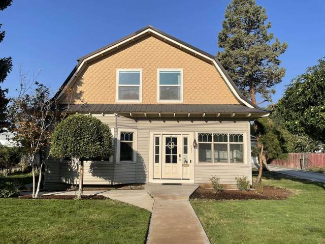 232 S G Street, Lakeview, OR 97630 (MLS #220132107) :: Coldwell Banker Bain