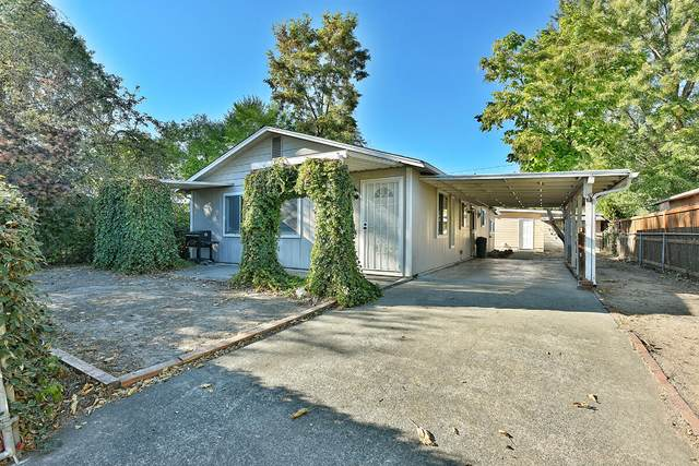 916 SW K Street, Grants Pass, OR 97526 (MLS #220132141) :: Premiere Property Group, LLC
