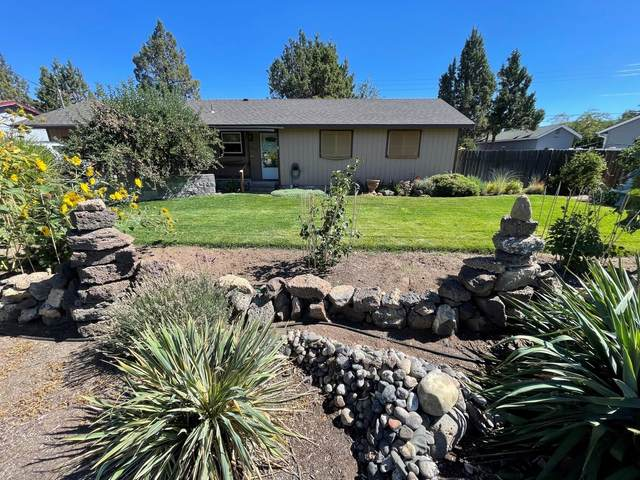 3048 SW 28th Court, Redmond, OR 97756 (MLS #220132168) :: Bend Relo at Fred Real Estate Group