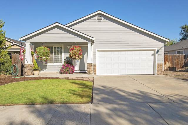 2480 Salyer Street, Medford, OR 97501 (MLS #220132177) :: Coldwell Banker Sun Country Realty, Inc.