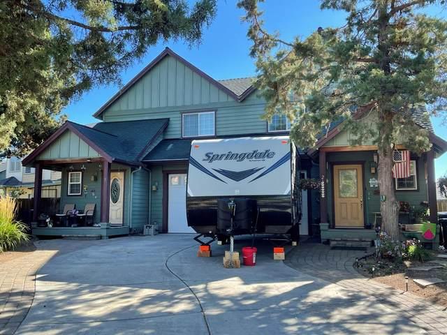20874 Nova Loop, Bend, OR 97701 (MLS #220132183) :: Berkshire Hathaway HomeServices Northwest Real Estate