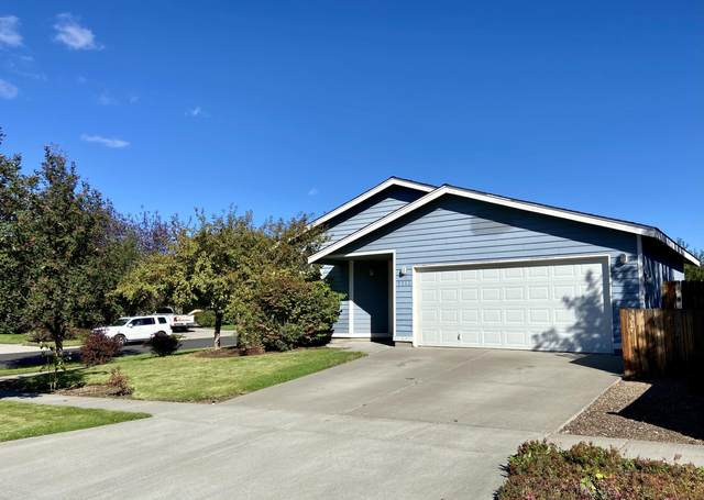 3312 NE Hoona Drive, Bend, OR 97701 (MLS #220132185) :: Coldwell Banker Sun Country Realty, Inc.