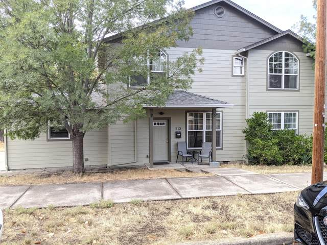 213 N 4th Street, Central Point, OR 97502 (MLS #220132186) :: Coldwell Banker Bain