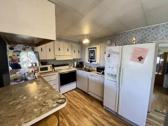 6183 SW Mesa Way, Redmond, OR 97756 (MLS #220132225) :: Schaake Capital Group