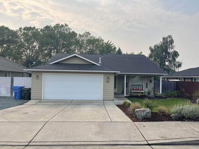 462 Westminster Drive, Eagle Point, OR 97524 (MLS #220132267) :: Bend Relo at Fred Real Estate Group