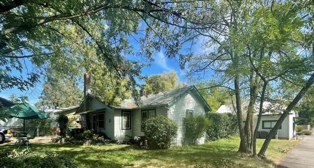 31 Elm Street, Medford, OR 97501 (MLS #220132309) :: Premiere Property Group, LLC