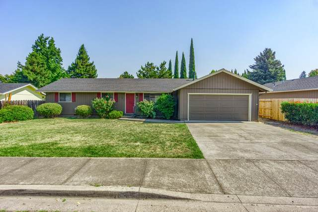 1281 S Oakdale Avenue, Medford, OR 97501 (MLS #220132326) :: Chris Scott, Central Oregon Valley Brokers
