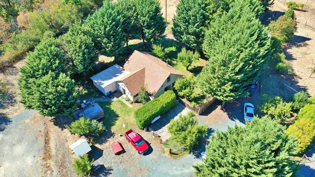 5212 Monument Drive, Grants Pass, OR 97526 (MLS #220132328) :: The Bifano Home Team