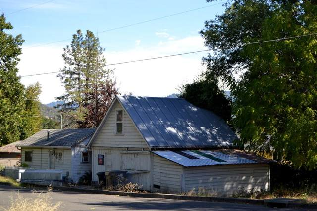 325 NW Valley View Drive, Grants Pass, OR 97526 (MLS #220132333) :: The Bifano Home Team