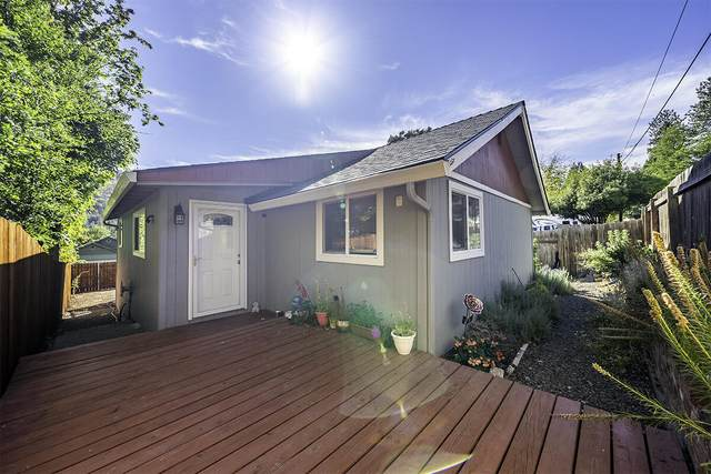 526 6th Avenue, Central Point, OR 97502 (MLS #220132345) :: Bend Homes Now